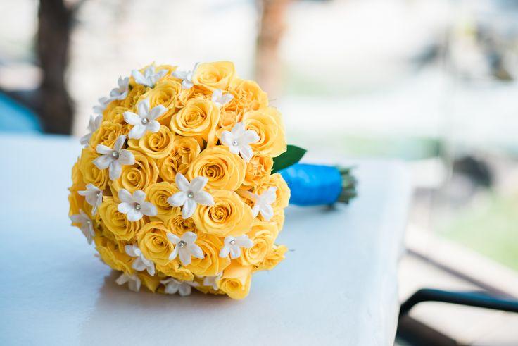 Yellow and blue themed wedding bouquet created by Cili's on Site Florist! | Las Vegas Wedding | Las Vegas Wedding Venue | Destination Wedding | Golf Course Wedding