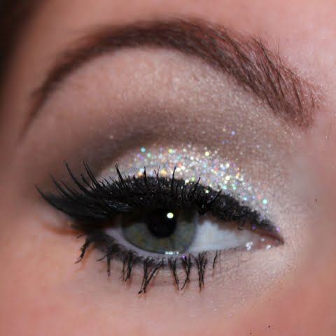 The white color is cool ! Glamorous cut crease with silver glittery lids are featured on this night out ready makeup. Follow the detailed how-to and recreate this look for your next party.