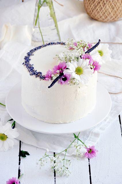 Elodie's Bakery: Lavender vanilla bean cake | Layer cake à la lavande et à la vanille de Madagascar