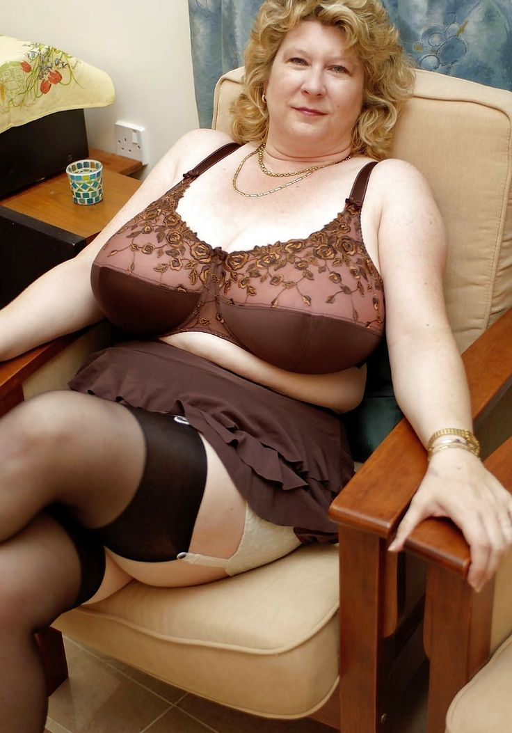Busty Mature Women In Girdles And Stockings 65