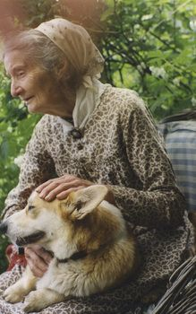 Love Tasha Tudor. Met her once when I was a kid. Love the corgis!