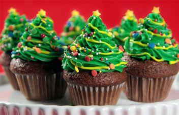Christmas Tree Mini Cakes   Holiday Desserts