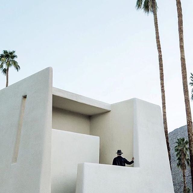Structual Strolls  Photo by @thismintymoment  #photography #instapic #palmtrees #LA #adobe #southwest  #minimal #minimalism #minimalarchy #design #architecture #gooddesign #simplicity #archilovers #aesthetics #graphic #clean
