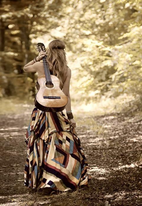 Ragazza con chitarra <3