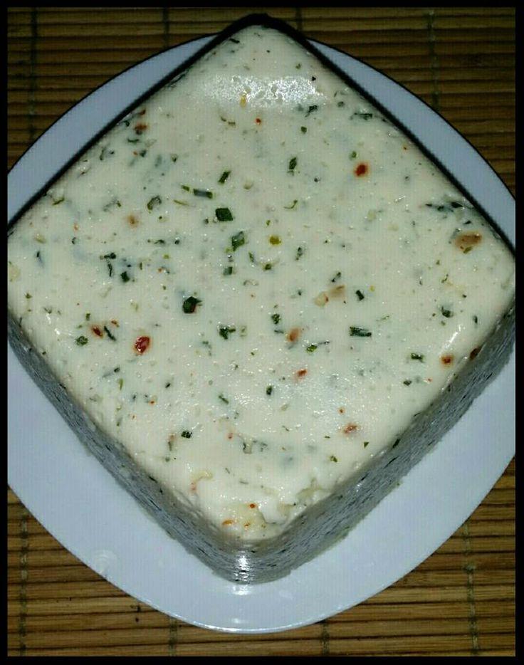 Csilis zöldfűszeres házi sajt recept – Sajtimádóknak kötelező