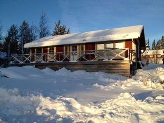 Nybyggd stuga i Lofsdalen vid lofssjön med fjällutsikt