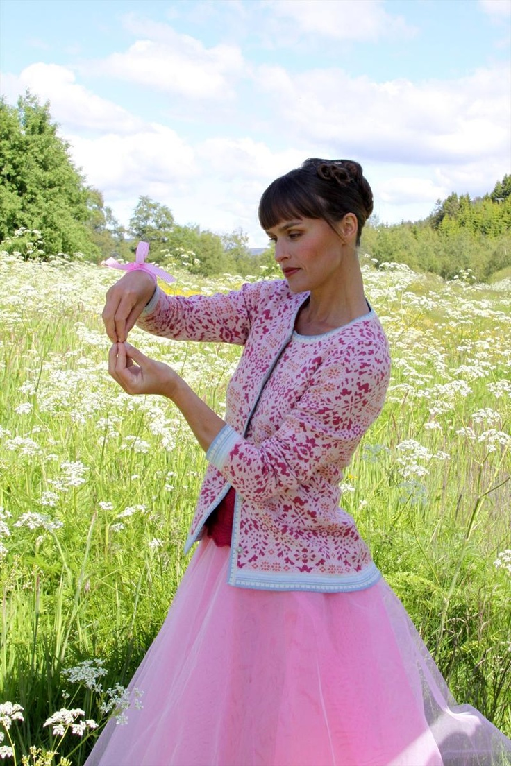 Oleana - Solveig Hisdal - Norwegian Sweaters Cardigan Knit - www.oleana.no - knitspiration