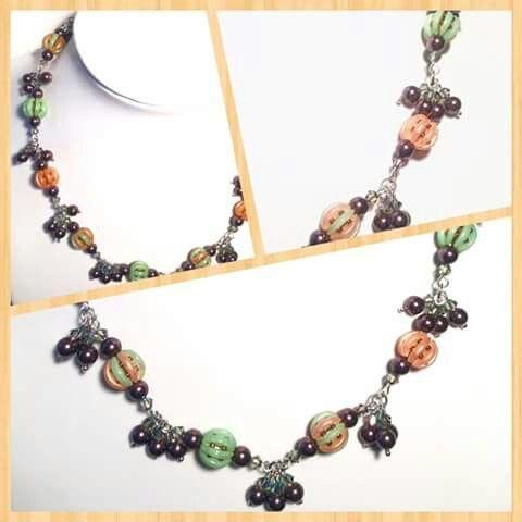 Náhrdeník som vyrobila z korálok crescent, toho a swarovskeho perličiek. :-)