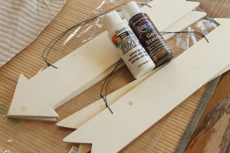 DIY-wooden-signs -- paint your own wedding signs on the cheap!