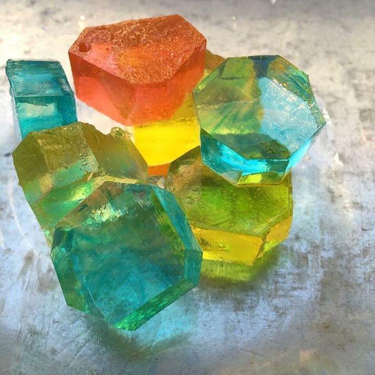 シャリシャリする和菓子の宝石。キレイすぎる「琥珀糖」があるお店まとめ - Find Travel