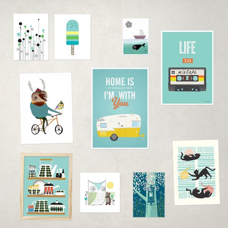 Een mooie samenstelling van posters in de kleur blauw die IPPYS in haar assortiment heeft. Samengesteld door Woonhome.