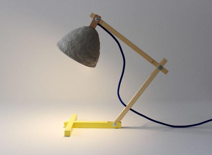 Lampa z gazet, na biurko