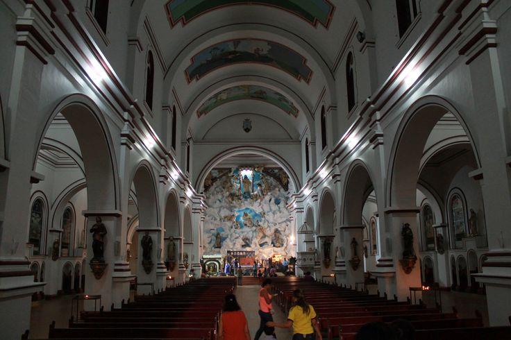 Interior iglesia de Chaparral Tolima