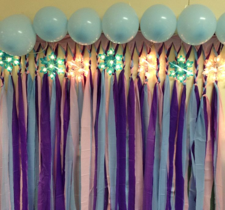 Frozen birthday back drop balloons and streamers just for Balloon and streamer decoration ideas
