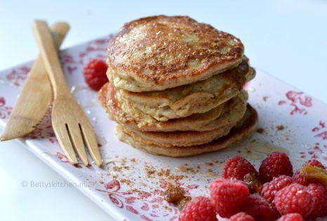 Wist je dat je ook pancakes kunt maken met yoghurt als basis? Deze yoghurt pannenkoekjes met havermout zijn suikervrij en erg lekker! #abbottkinneys #glutenvrij #havermout