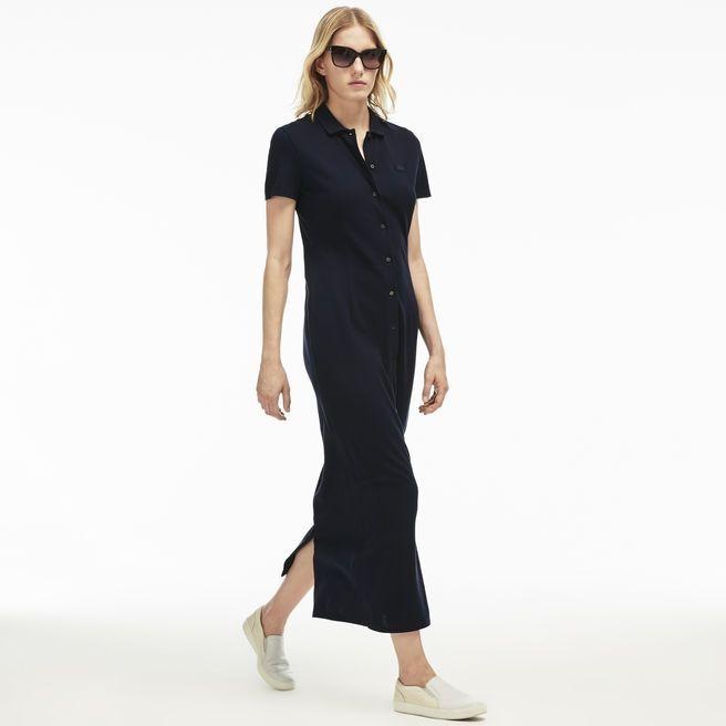 Cette robe longue entièrement boutonnée est confectionnée en piqué lourd de coton. Un col polo et des manches courtes signent ce must-have de l'été.
