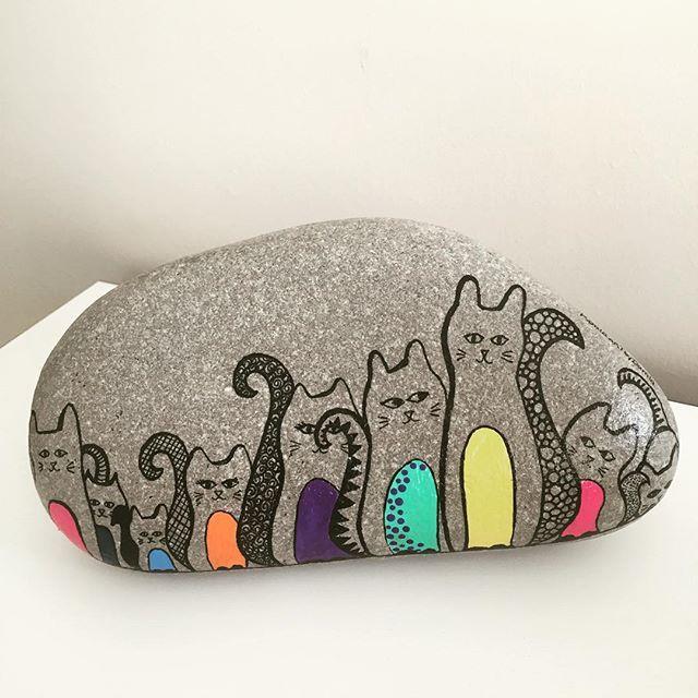 #taşboyama #tasarim #stones #sipariş #design #dekorasyon #decoration #unique #handmade #stand #istanbul #instadecor #instastyle #instastoners #instafollow #takip #turkinstagram #koalaartbydamla #contact #instadaily #instaphoto #photo #photooftheday #picoftheday #vscocam #kedi #cat #catsofinstagram #cats