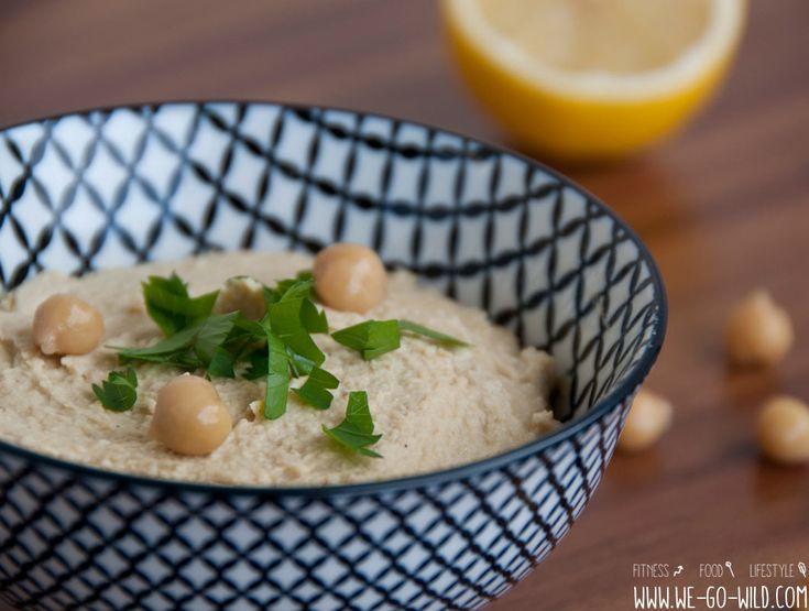 Hummus selber machen, yummy! Wir zeigen euch wie ihr in wenigen Minuten einen selbst gemachten Kichererbsen-Dip zubereiten könnt.