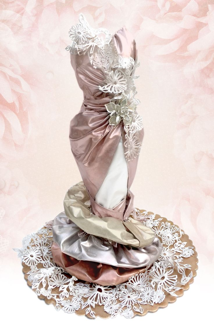 Edible fabric and edible lace used to accentuate figurines