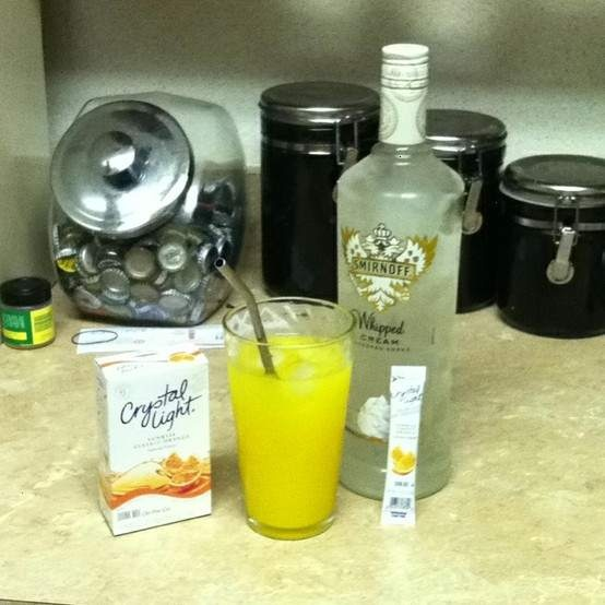 Low calorie creamsicle drink using crystal light classic for Light cocktails with vodka