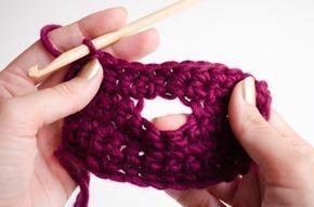 La flexibilité que nous offre la technique du crochet comparée à d'autres est inégalable. Nous pouvons crocheter toutes sortes de vêtements ou accessoires de façon rapide et facile, en ajoutant ou en enlevant selon nos besoins. Aujourd'hui nous allons vous apprendre à réaliser des boutonnières sur votre ouvrage pour que vous puissiez mettre des …