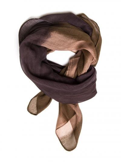 Light printed scarf. Measures/cm 105 x 105.