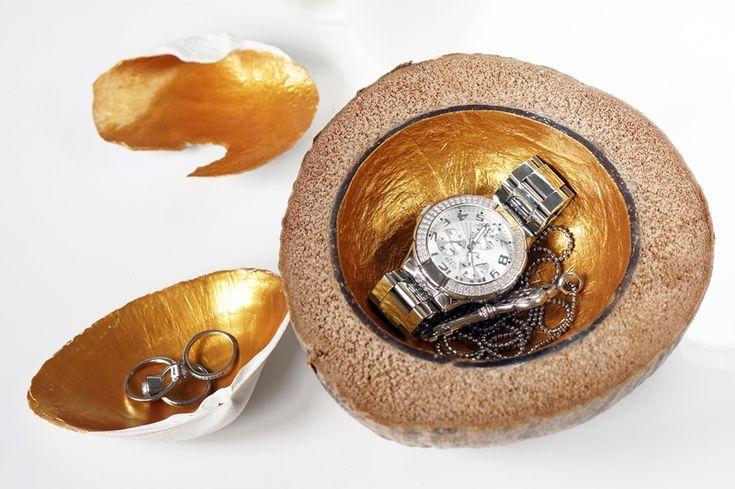 DIY. Gouden sieraden schaaltjes door middel van schelpen en een kokosnoot. Check: www.beautyill.nl voor de uitleg.