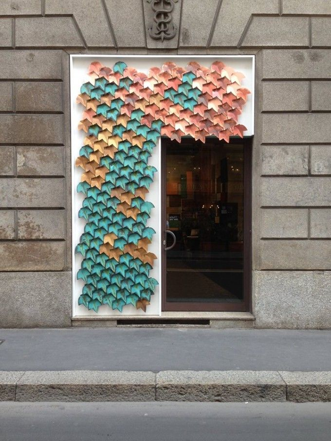 De Castelli, leader mondiale nel mondo delle finiture su metallo, presenta alcune novità in occasione del Salone del Mobile 2015. Tra queste vi presentiamo Syro, di Emilio Nanni, un trittico di tavolini in ferro, ottone... →