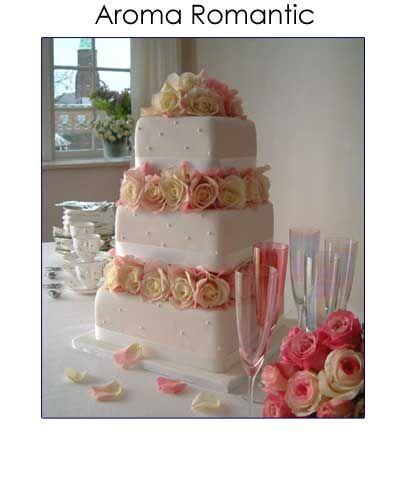 Vierkante bruidstaart met rozen