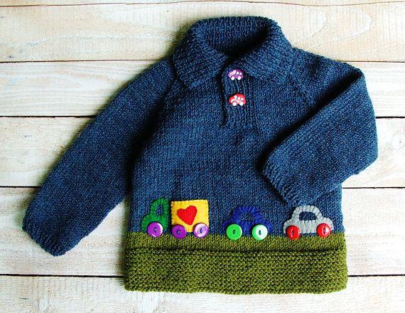 Handgestrickte Jungenkleidung – Blauer Babypullover – Wollgemisch-Polo-Pullover mit Filzapplikationen, Größe 12 bis 18 Monate