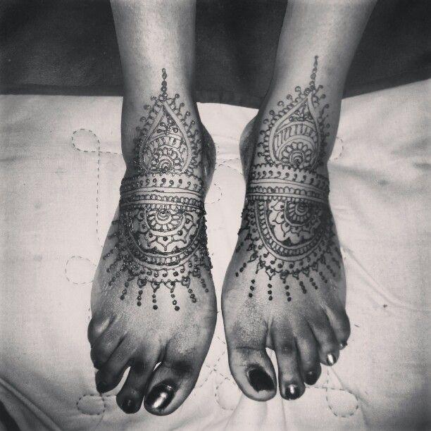 Mehndi Foot Tattoo : Henna on feet mehndi tattoo halifax