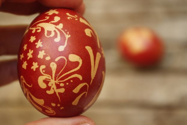 Onion dyed Easter eggs - Mrs Winter Creates