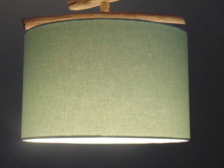 création personnelle, unique et originale dun abat jour cylindrique en tissu entièrement fait main. Utilisation de polyphane blanc pour une meilleure diffusion de la lumière. Adaptable en suspension ou lampe, compatible douille E27  diamétre 28 - 25 cm hauteur 18 cm  vendu seul sans système électrique, ni ampoule
