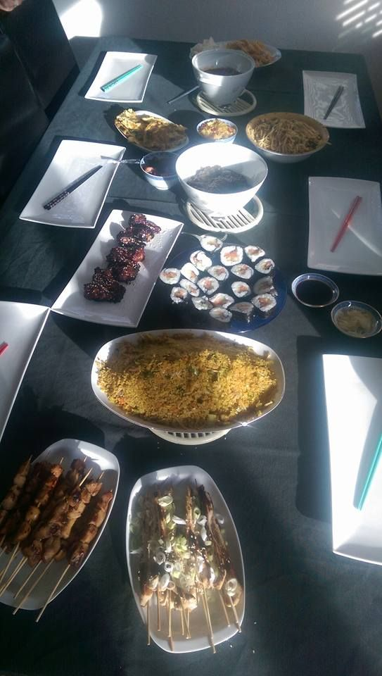 Aziatisch koken, o.a. sushi, yakitori, sticky 5 spices drumsticks en nasi.