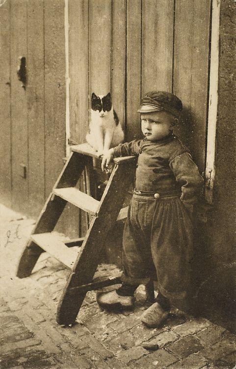 Roger Laute, Dutch boy and the Cat. Volendam denk ik.