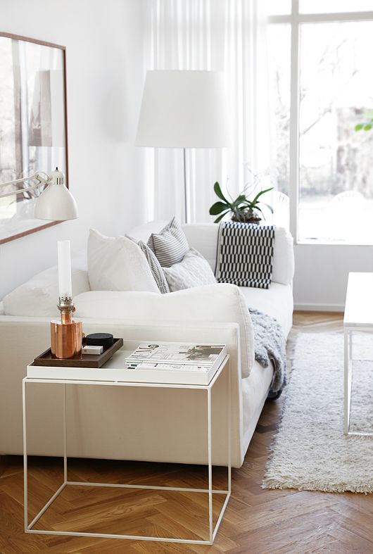 White living room with a tray table from Hay via Trendenser. Photo by Frida Ramstedt.