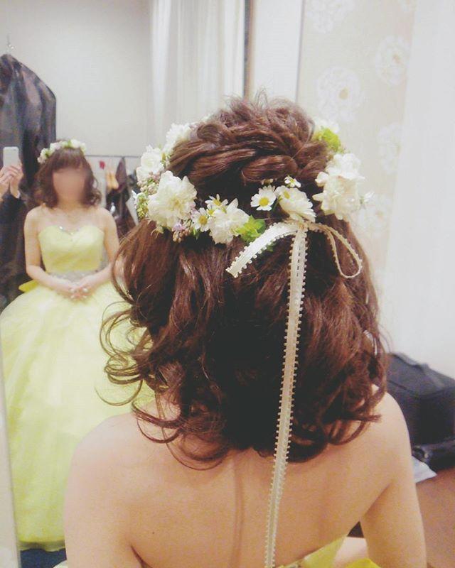 レモンイエロー色のカラードレス♪かわいい♪妖精みたい♪  #ヘアアレンジ#カラードレス#花冠#レモンイエロー#イエロー#お色直し#ブライダルヘア #ダウンスタイル #ヘア#dress#weddinghair #wedding #hair#hairarrange#Instagram#bridal#bridalhair