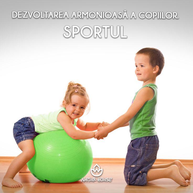 Pentru copiii, este recomandată practicarea unui sport de 3-4 ori pe săptămână, timp de 30 de minute. Alergarea în aer liber este indicată pentru dezvoltarea armonioasă a copiilor, iar micuții pot fi încurajați să participe chiar și la competiții sportive. Atunci când motivăm copiii să facă sport, este important să punem accentul pe îmbunătățirea performanțelor proprii și mai puțin pe dorința de a câștiga, pentru a nu crea presiuni inutile. www.natur-house.ro