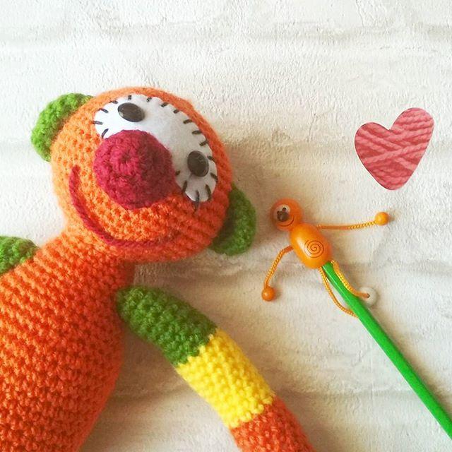 Mic a crochet Ja gairebé tenim a punt un altre MIC ... Aquest és un encàrrec d'una personeta molt especial  Ya casi tenemos listo otro MIC ... Este es un encargo de una personita muy especial  #crocheteandoconangie