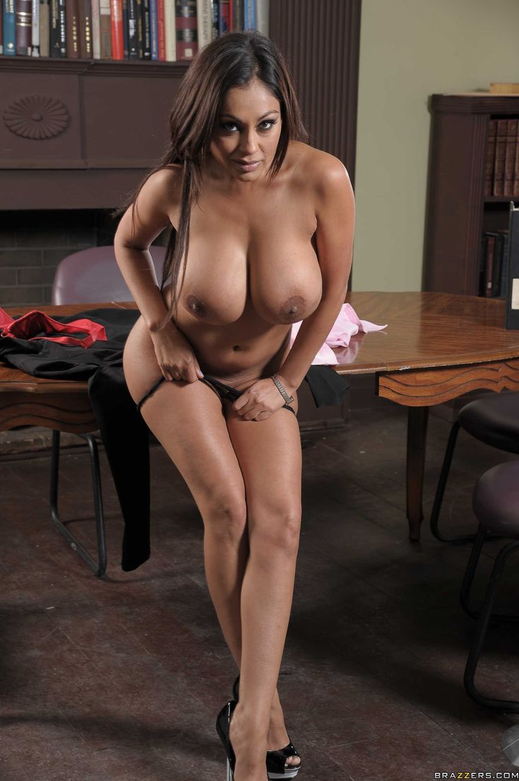 hot naked chubby bush