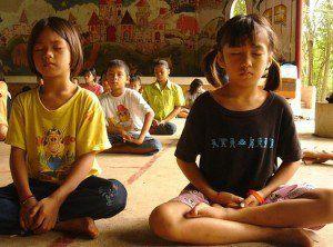 Razões pelas quais a meditação deve ser praticada nas escolas