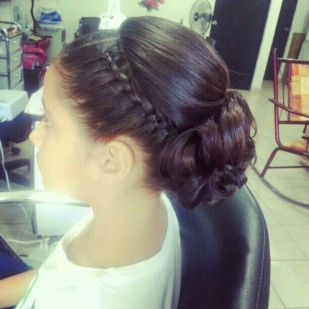 peinado recojido maquillaje Pinterest Hair style - Communion Hairstyles