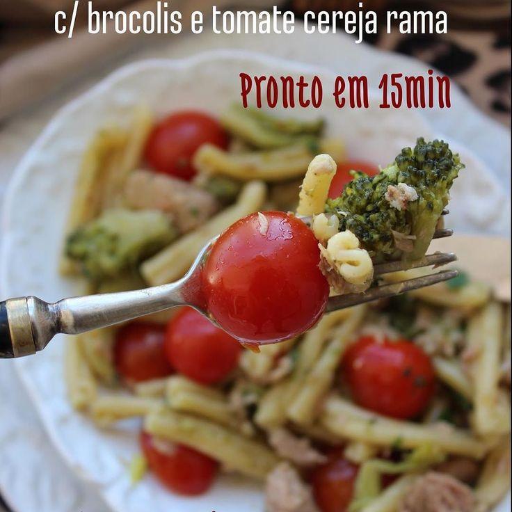 Macarrão com Atum, Brócolis e Tomate Cereja Rama. Massa Leve, saudável e bem rapidinha de fazer. O macarrão a gente faz risotado e ao alho e óleo com brócolis, depois de cozido, agregamos os tomate cereja rama com atum bem temperadinho, expres, sem sujeira na cozinha e para lá de DELICIOSO! INGREDIENTES: * 250g de macarrão grano duro * 1 colher de sopa de azeite * 3 dentes de alho descascado e amassado * 300g de brócolis japonês congelado * ½ colher de café de pimenta calabresa seca…