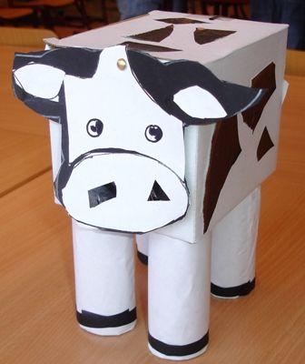 Ruimtelijke koe - Heel simpel gemaakt van een doosje, wol voor de staart en 4 wc-rollen.