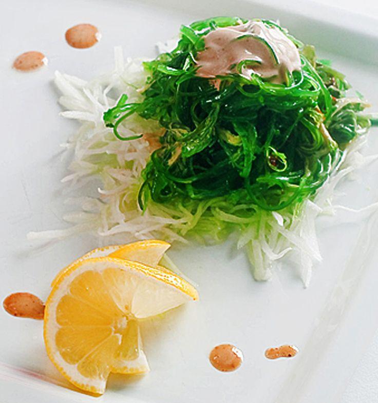 Салат из водорослей с кунжутом