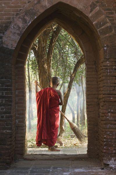 buddhist monk sweeping #buddhist #buddhism #monk