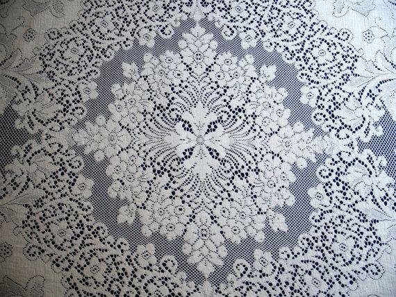 Oval Vintage Quaker Lace Tablecloth 4370 Excellent Condition, 42 X 56