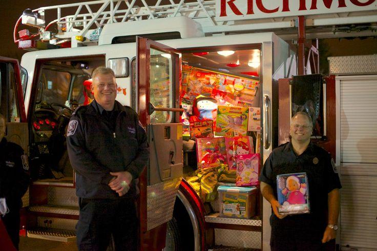 Richmond Hill Fire Department - Hillcrest Toy Mountain 2014-12-16, 18-59-57