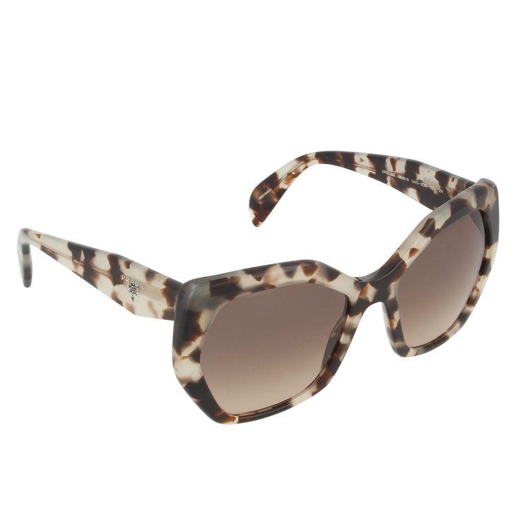 Lunettes Prada, cliquez sur l'image pour shopper #bazarchic #sunglasses #lunettes #prada #luxe #luxury #fashion #mode