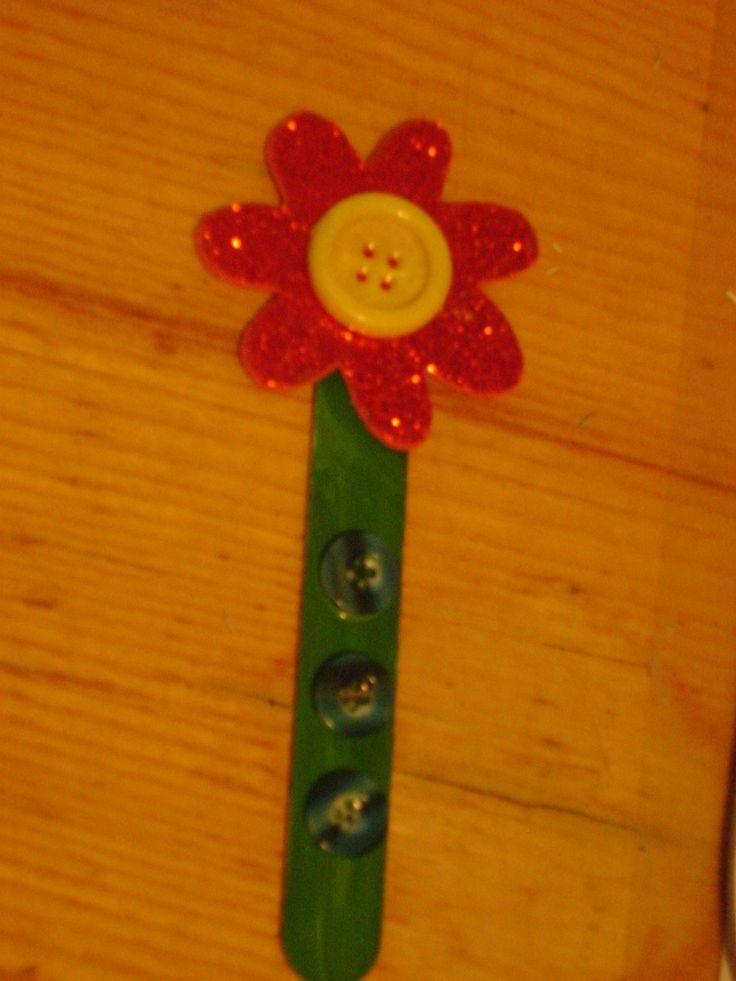 Tavaszi virág: spatulából-filc anyagból-gombokból.